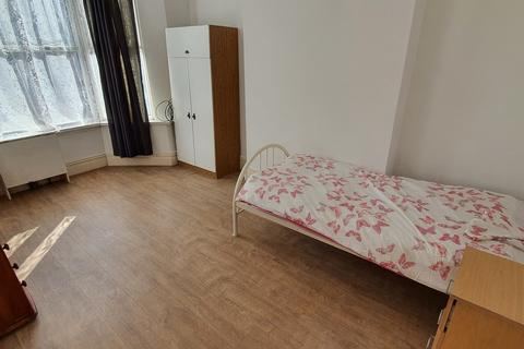 1 bedroom house share to rent - Gladstone Road