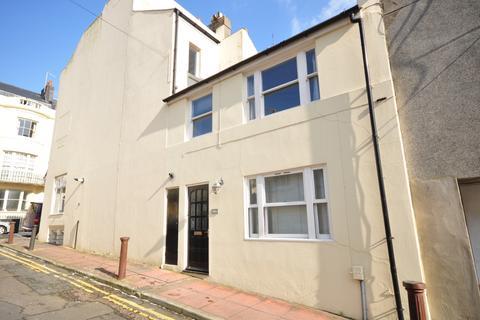 2 bedroom terraced house to rent - Regency Square Brighton BN1