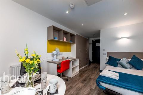 Studio to rent - Opto Village, Luton