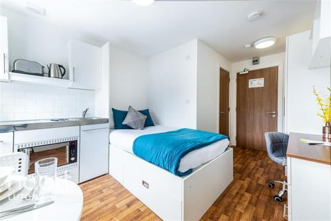 Studio to rent - Park House, Luton