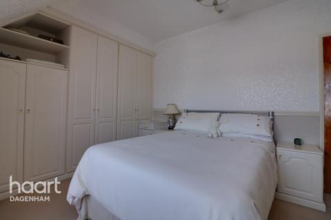 2 bedroom end of terrace house for sale - Chaplin Road, Dagenham