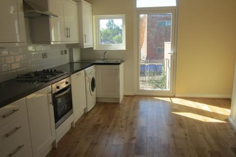 3 bedroom flat to rent - Ravenswood Crescent West Wickham BR4