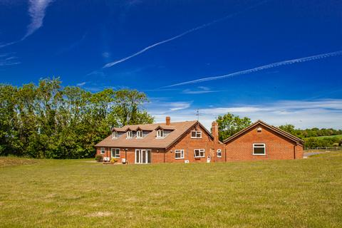 6 bedroom detached house to rent - The Bungalow, Compton, RG20