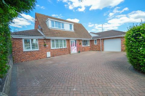 3 bedroom detached bungalow for sale - Sheffield Road, Killamarsh, Sheffield, S21