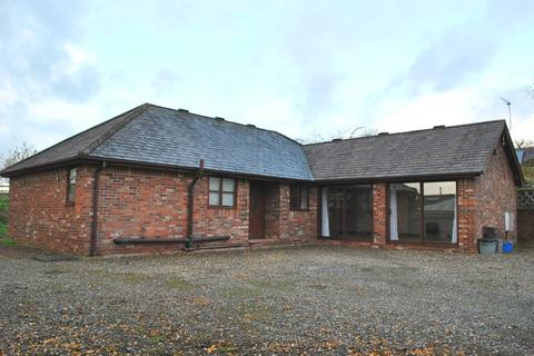 3 bedroom detached bungalow to rent - Old Hall Street, Malpas, Cheshire