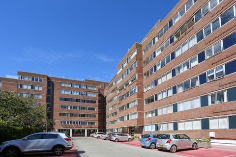 2 bedroom flat - Eaton Road, Hove