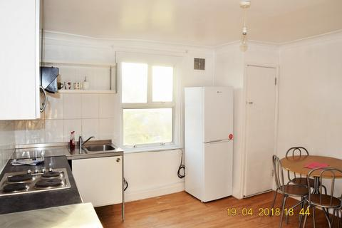 2 bedroom flat to rent - Burdett Road (Top Floor Flat), Mile-End, E14