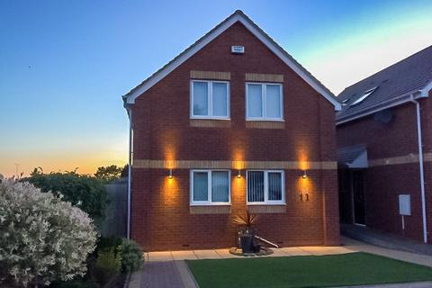 3 bedroom detached house for sale - Calgary Close, Coombe Fields, Binley