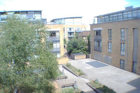2 bedroom flat for sale - Town Meadow, Brentford, TW8