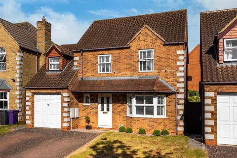 4 bedroom detached house for sale - Curlew Crescent, Royston
