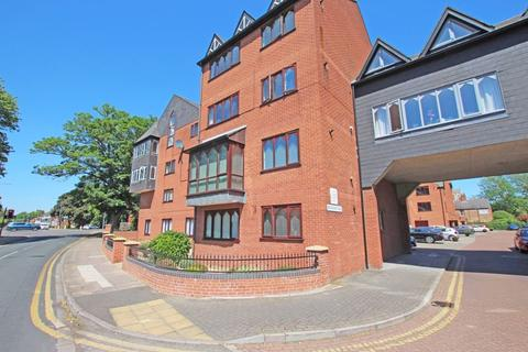 2 bedroom ground floor flat for sale - GROSVENOR CRESCENT, GRIMSBY