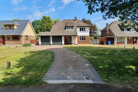 3 bedroom detached house for sale - Culcheth Hall Drive, Culcheth, Warrington, Cheshire, WA3 4PT