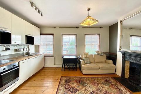 2 bedroom flat to rent - Heyford Avenue, London SW8