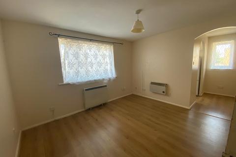 1 bedroom flat to rent - Chaffinch Close, Edmonton, N9 - One Bedroom in Edmonton