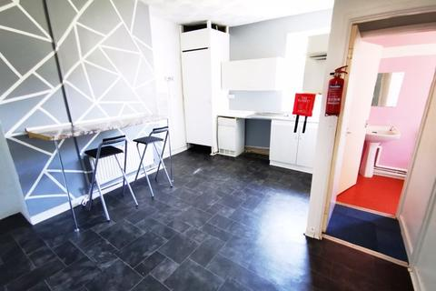 1 bedroom apartment to rent - Commercial Street, Caerphilly