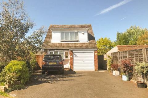 3 bedroom detached house for sale - Swan Lane, SS11