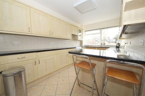 2 bedroom flat to rent - Private Road, Enfield, EN1