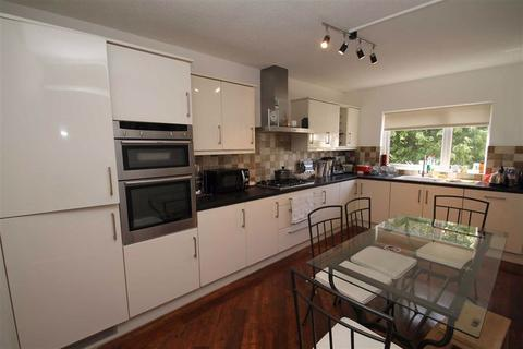 2 bedroom flat for sale - Tara Court, Buckhurst Hill, Essex