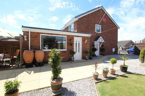 2 bedroom semi-detached house for sale - Evergreen Drive, Hull