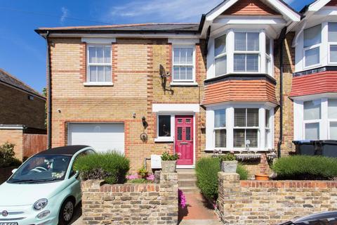 3 bedroom end of terrace house for sale - Muir Road, Ramsgate