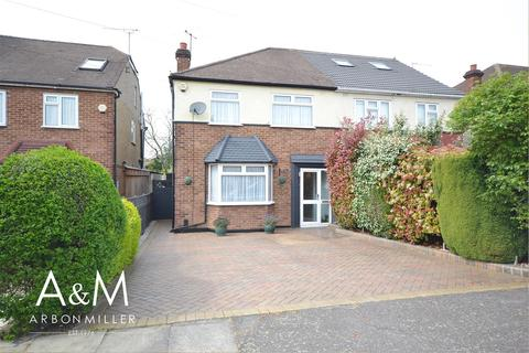3 bedroom house for sale - Chalgrove Crescent, Clayhall
