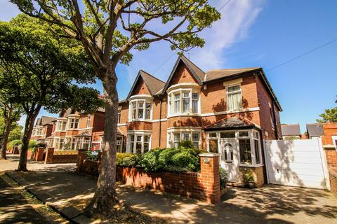 4 bedroom semi-detached house for sale - Grosvenor Drive, Whitley Bay