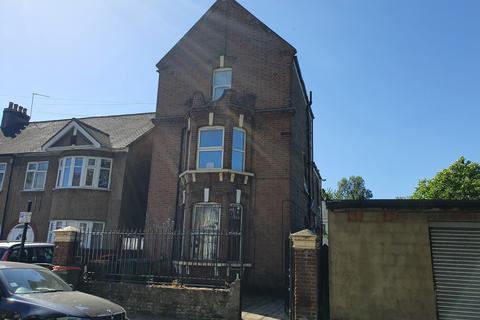 1 bedroom flat to rent - Clova Road, E7