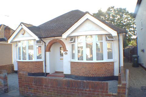 2 bedroom detached house for sale - Marlborough Road, Ashford, TW15