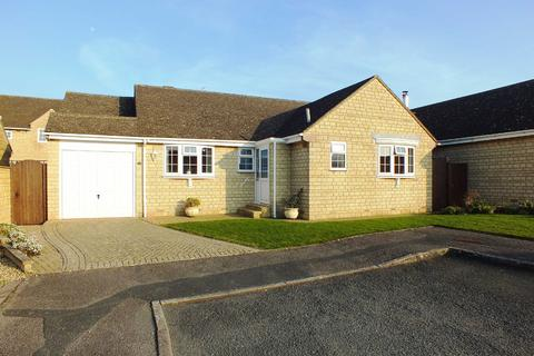 3 bedroom bungalow for sale - Fosters Close, Bishops Cleeve, Cheltenham, Gloucestershire, GL52