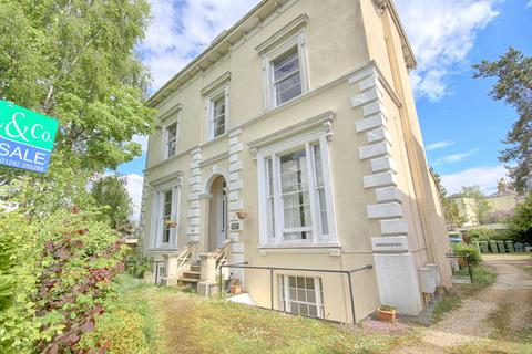 1 bedroom apartment for sale - Pittville Crescent, Cheltenham, Gloucestershire, GL52
