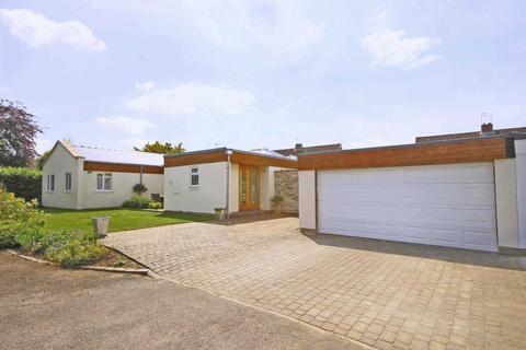 4 bedroom bungalow for sale - Wychbury Close, Leckhampton, Cheltenham, Gloucestershire, GL53