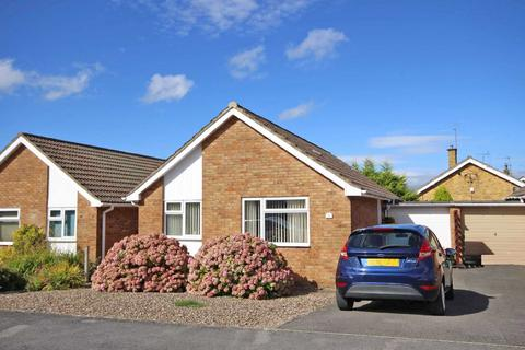 2 bedroom bungalow for sale - Tensing Road, Leckhampton, Cheltenham, Gloucestershire, GL53