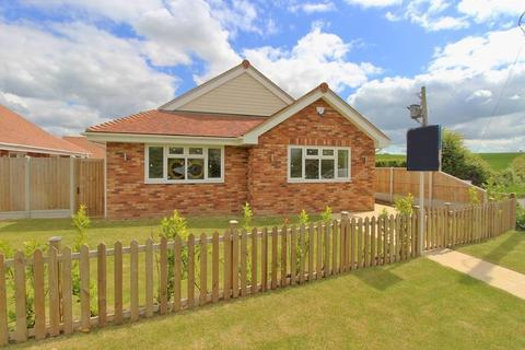 2 bedroom detached bungalow for sale - Main Road, Woodham Ferrers, Chelmsford, Essex, CM3