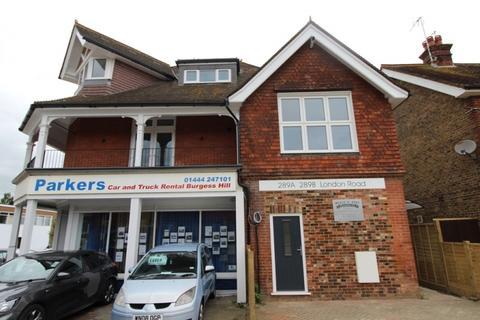 Studio to rent - London Road Burgess Hill RH15 9QU