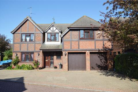 6 bedroom detached house for sale - Withypool, Shoeburyness, Southend-on-Sea, Essex, SS3