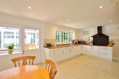 4 bedroom detached house for sale - Tonbridge Road, Hildenborough, Tonbridge, Kent