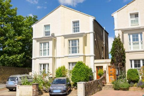 3 bedroom semi-detached house for sale - London Road, Isleworth