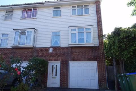 3 bedroom townhouse for sale - Glendale Way, Thamesmead
