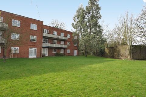 3 bedroom apartment to rent - Garden Close, Ruislip
