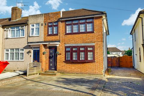 3 bedroom end of terrace house for sale - Woodcote Avenue, Hornchurch, RM12