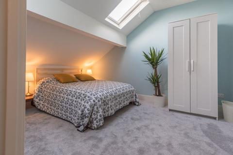 4 bedroom house share to rent - West Street, Stalybridge,