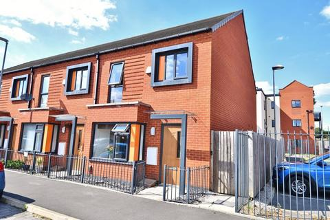 3 bedroom end of terrace house for sale - Blodwell Street, Salford