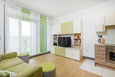 2 bedroom flat to rent - 3 Cornell Square, Nine Elms, SW8