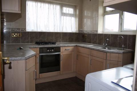 2 bedroom flat to rent - Fairey Avenue, Hayes, UB3