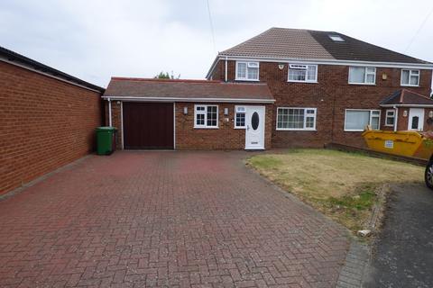 3 bedroom semi-detached house to rent - Saxon Close, Langley, SL3
