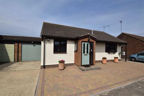 3 bedroom detached bungalow for sale - Hainault Avenue, Rochford, Essex