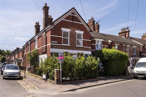 3 bedroom house for sale - Barden Road, Tonbridge