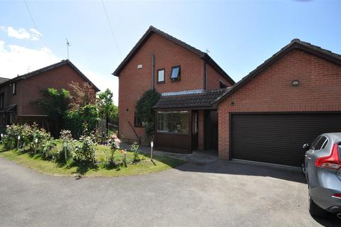 4 bedroom detached house for sale - Bateson Close, Heslington, York, YO10 5EY