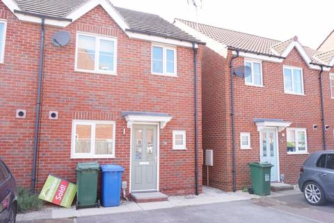 3 bedroom terraced house to rent - 70 Kingscroft Drive, Brough