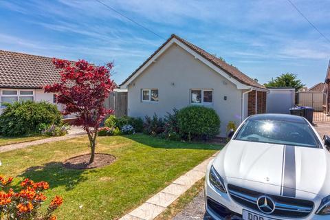 2 bedroom detached bungalow for sale - Freshfields Drive, Lancing